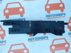 Кронштейн радиатора BMW X5, правый