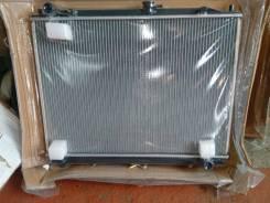 Радиатор охлаждения двигателя. Mitsubishi Pajero, V75W