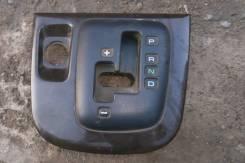 Консоль центральная. Mitsubishi Chariot Grandis, N94W Двигатель 4G64