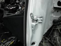 Крепление боковой двери. Toyota Vitz, SCP90 Двигатель 2SZFE