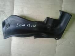 Горловина топливного бака. Mazda Ford Freda, SGEWF, SGL3F, SGLRF, SG5WF, SGL5F, SGLWF, SGE3F Mazda Bongo Friendee, SGE3, SGLW, SG5W, SGEW, SGLR, SGL5...