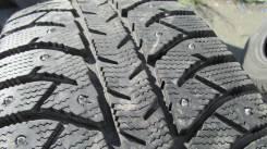 Bridgestone Ice Cruiser 7000. Зимние, шипованные, 2015 год, износ: 10%, 2 шт