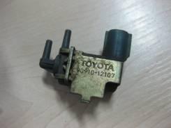 Клапан вакуумный. Toyota: Cresta, Crown, Crown Majesta, Mark II, Chaser Двигатели: 1GFE, 2LTE, 1GGZE, 4SFE, 1JZGTE, 3YP, 1GGE, 4SFI, 1GGTE, 2JZGE, 2L...