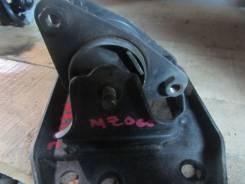 Подушка двигателя. Mazda Bongo, SK22M Двигатель R2