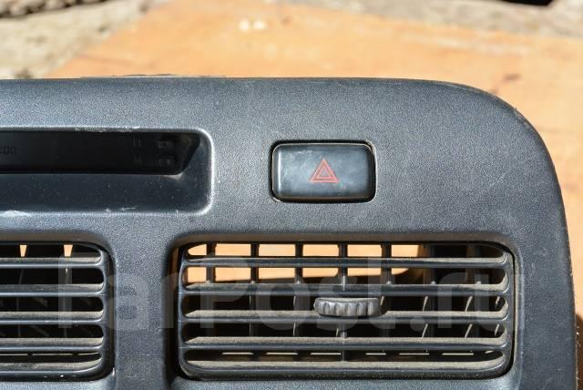 Кнопка включения аварийной сигнализации. Toyota Vista, CV40, CV43, SV40, SV41, SV42, SV43 Toyota Camry, CV40, CV43, SV40, SV41, SV42, SV43