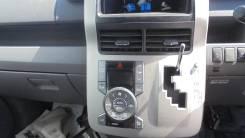 Консоль магнитофона Toyota VOXY 3ZRFAE
