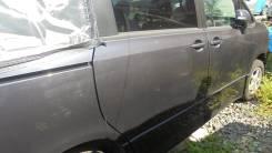 Дверь боковая задняя с молдингом Toyota VOXY, правая