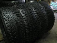 Dunlop. Зимние, шипованные, износ: 30%, 4 шт
