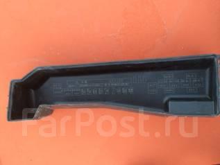 Крышка блока предохранителей. Toyota Corolla Fielder, NZE121, NZE121G
