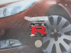 Эмблема решетки. Nissan GT-R