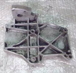 Крепление компрессора кондиционера. Volkswagen Passat Двигатели: ADR, APT, ARG, ANQ