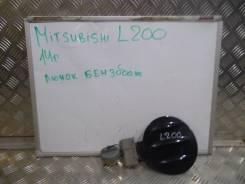 Лючок топливного бака. Mitsubishi L200