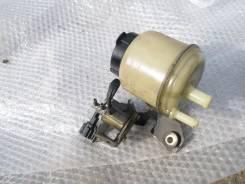 Бачок гидроусилителя руля. Nissan Laurel, GC35, HC35, GNC35, SC35, GCC35 Двигатель RB25DET