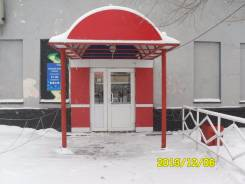 Отдельно стоящее здание Клуб. Улица Краснореченская 137, р-н Индустриальный, 590 кв.м., цена указана за квадратный метр в месяц. Дом снаружи