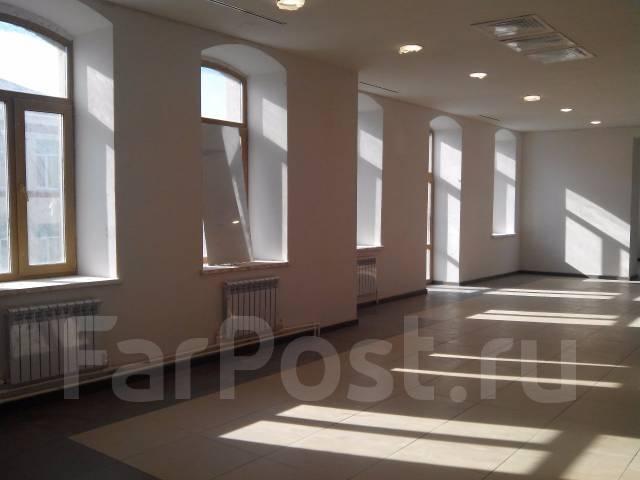 Сдаются помещения в ТЦ Большой ГУМ. 3 000 кв.м., улица Светланская 33, р-н Центр. Интерьер