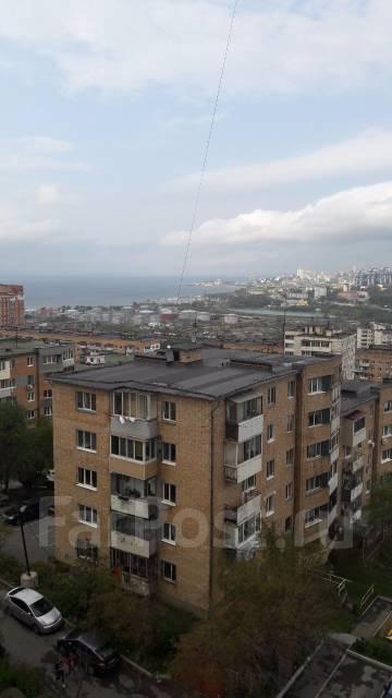 2-комнатная, улица Отлогая 10. Первая речка, 54кв.м. Вид из окна днем
