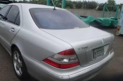 Задняя часть автомобиля. Mercedes-Benz S-Class, W220