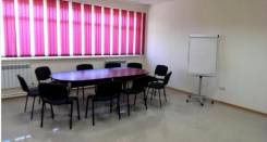 Конференц-зал для переговоров и презентаций в Уссурийске. Улица Уссурийская 52а, р-н Центр, 30 кв.м., цена указана за все помещение в месяц