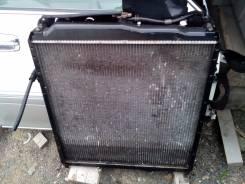 Радиатор охлаждения двигателя. Mitsubishi Fuso