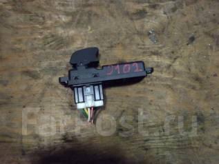 Кнопка стеклоподъемника. Mazda Demio, DE3FS