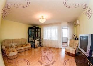 4-комнатная, улица Ладыгина 17. 64, 71 микрорайоны, агентство, 100 кв.м. Комната