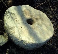 Каменный жернов 18 века от ручной мельницы. Оригинал