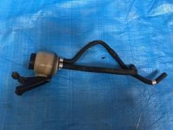 Бачок гидроусилителя руля. Nissan Homy Elgrand Nissan Elgrand, APE50, APWE50 Двигатель VQ35DE