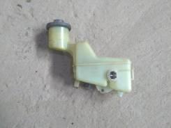 Бачок для тормозной жидкости. Toyota Corolla Runx