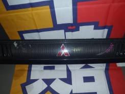 Решетка радиатора MMC DELICA