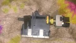 Концевик под педаль тормоза. Mazda Familia, BJ5W Двигатели: ZLVE, ZL, ZLDE