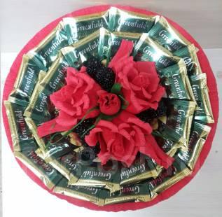 Букет с чаем и конфетами. Сладкий чайный подарок на 14 февраля. Под заказ