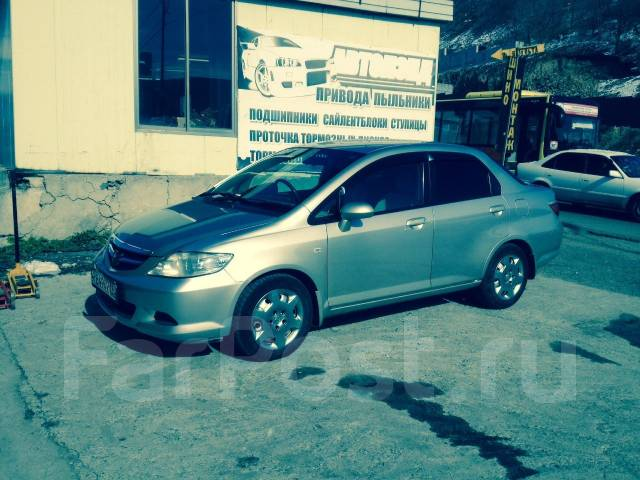 Honda Fit Aria. Без водителя