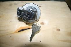 Крышка бензобака Isuzu Elf оригинал 070275 с ключём