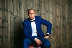 Ведущий Дамир Амиртаев