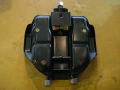 Крепление запасного колеса. Suzuki Jimny, JB23W Двигатель K6A