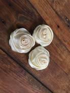 Роза из атласной ленты, молочного цвета
