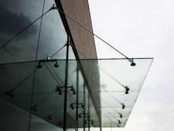 Изготовление и монтаж стеклянных козырьков в Хабаровске
