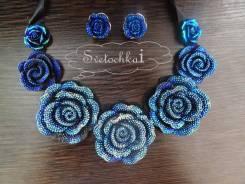 Серьги и ожерелье.