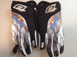 Перчатки.