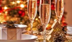 """Кафе """"кумайри""""приглашает гостей на пред новогодние корпоротивы!"""