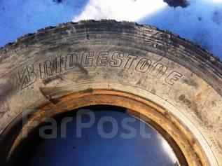 Bridgestone. Всесезонные, износ: 50%, 2 шт