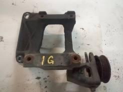 Крепление компрессора кондиционера. Toyota Crown, GS151, GS151H Двигатель 1GFE