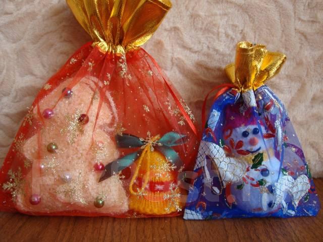 Новогодний сувенир, вязанная игрушка на елочку
