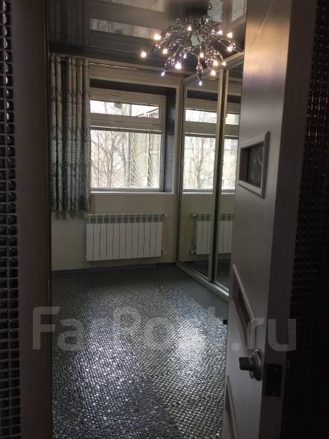 Сдаётся отдельный кабинет. Проспект Красного Знамени 30, р-н Первая речка, 12 кв.м., цена указана за все помещение в месяц. Вид из окна