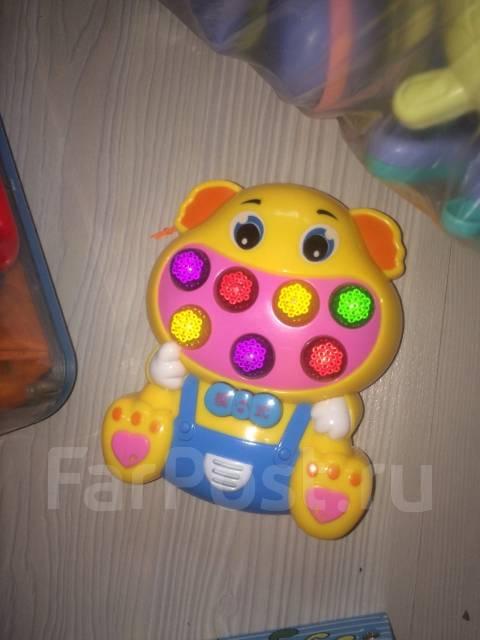 Развивающие игрушки с рождения до трех лет