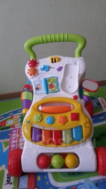 Набор игрушек (ходунки, развивающие игрушки)