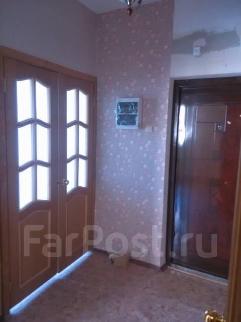 2-комнатная, улица Адмирала Горшкова 30. Снеговая падь, частное лицо, 53 кв.м. Прихожая
