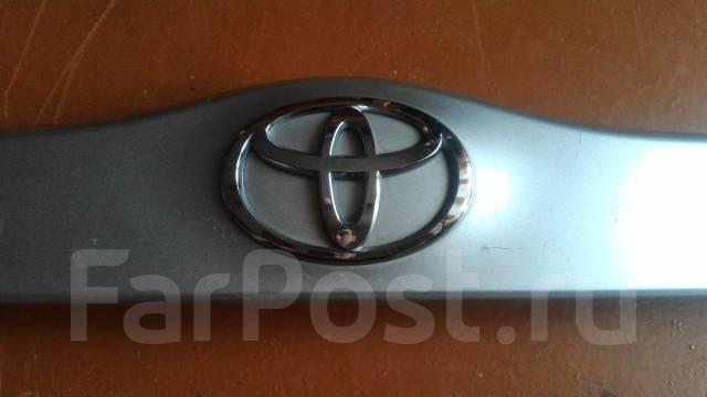 Накладка на дверь багажника. Toyota Prius, NHW20