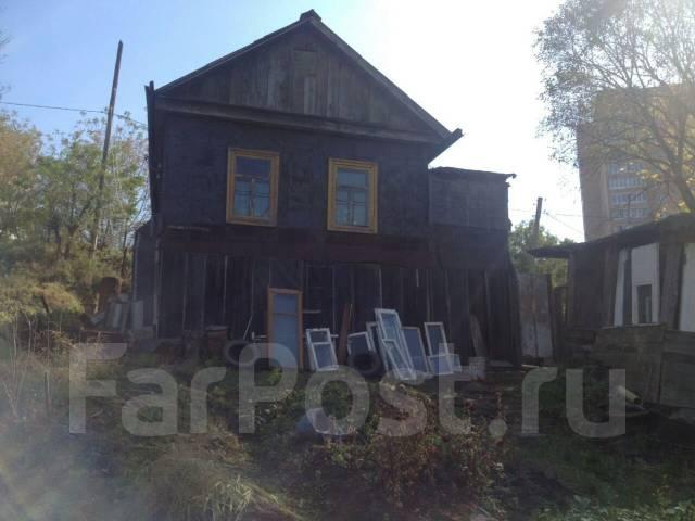 Отдельностоящий дом + 6 соток земли в черте города Владивостока. Улица Полины Осипенко 35, р-н Борисенко, площадь дома 43 кв.м., электричество 12 кВт...