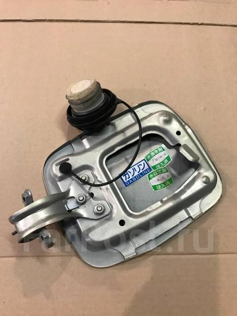 Лючок топливного бака. Subaru Forester, SG5, SG9 Двигатели: EJ203, EJ202, EJ205, EJ255